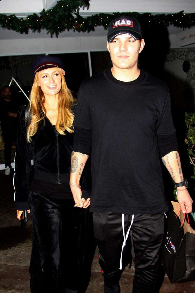 Paris Hilton and boyfriend – Shopping at the Beverly Glen Circle