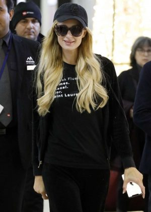 Paris Hilton - Arrives at the Airport in Melbourne