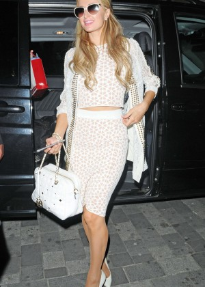 Paris Hilton: Arriving at Euston Station -01