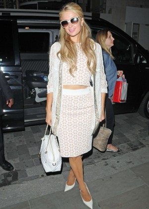 Paris Hilton: Arriving at Euston Station -02
