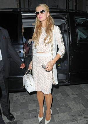 Paris Hilton: Arriving at Euston Station -14