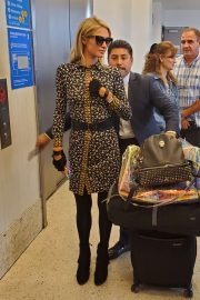 Paris Hilton - Catch a flight for Europe in Los Angeles