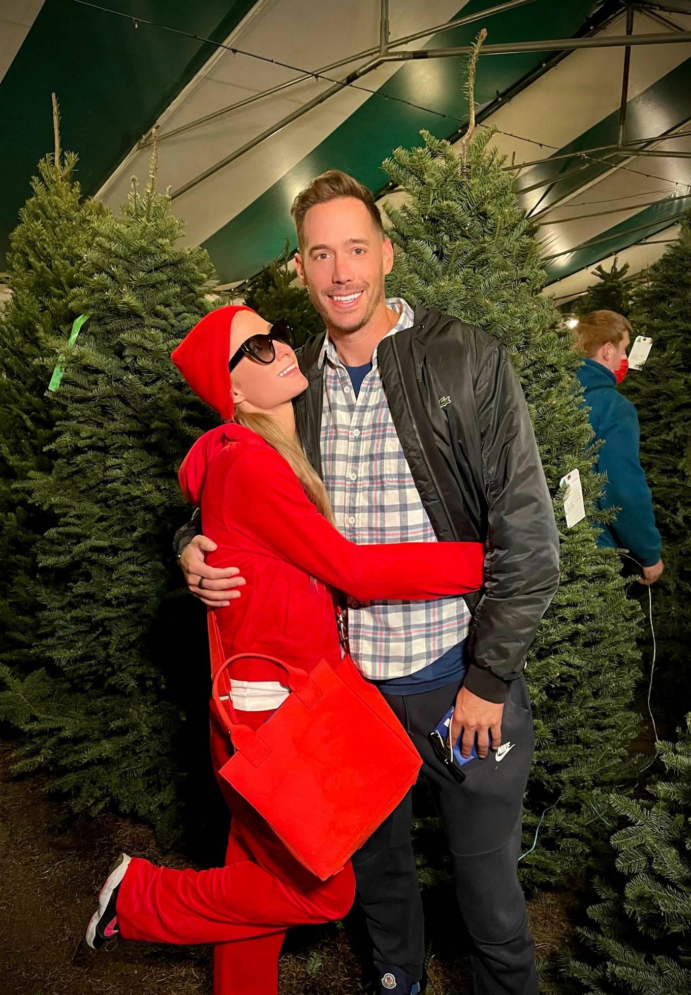 Paris Hilton - Christmas tree shopping at Tina's Trees