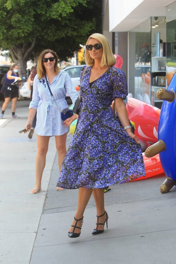 Paris Hilton - Filming 'Paris In Love' at Kitson on Robertson Blvd