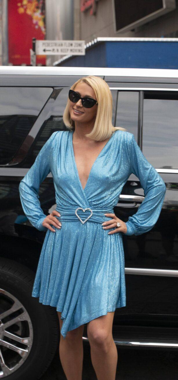 Paris Hilton - Gives autographs to fans at NBC Studios in New York