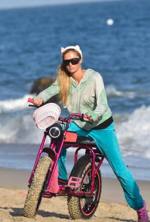 Paris Hilton - Goes for a cruise along the Malibu sands, Malibu