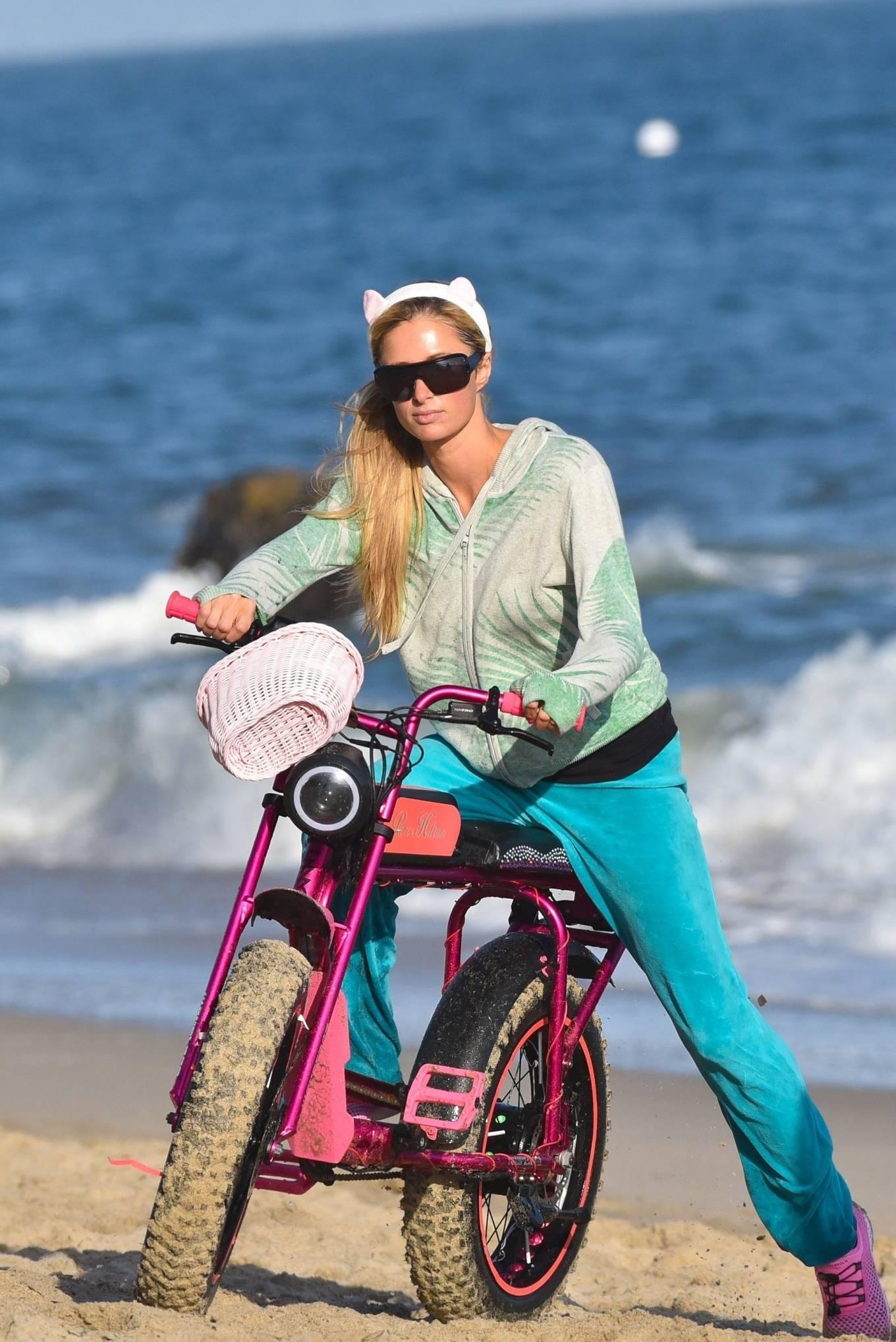 Paris Hilton - Goes for a cruise along the Malibu sands, Malibu