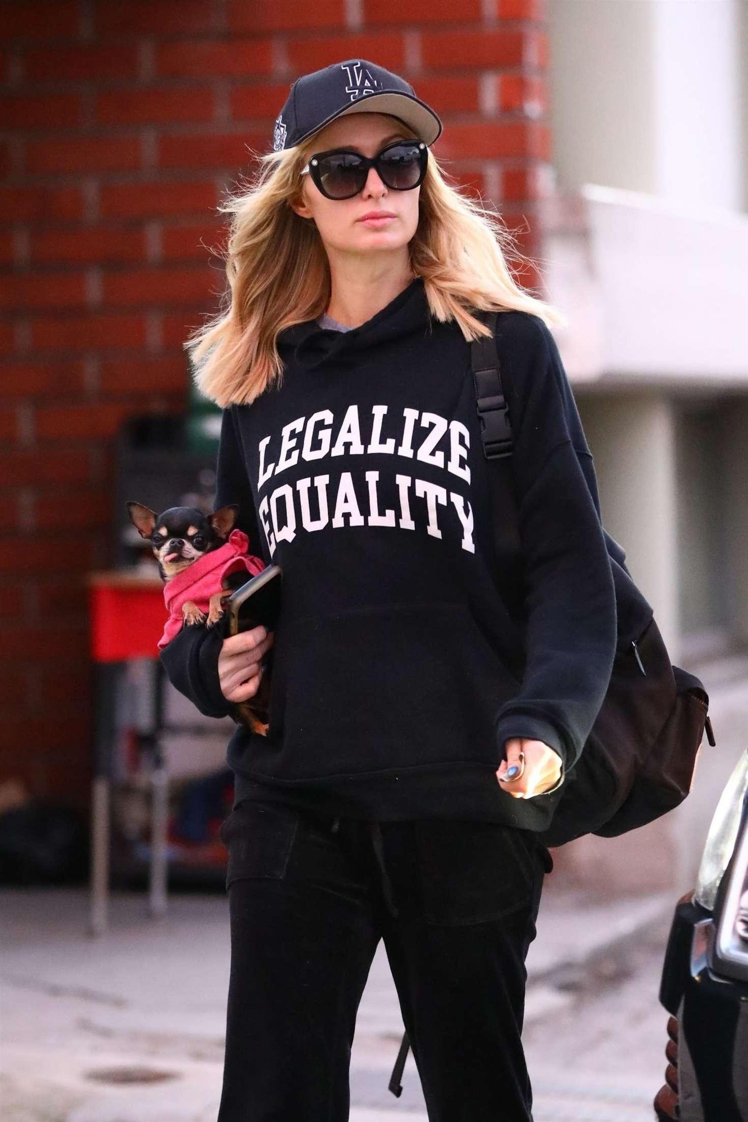 Paris Hilton - heading to the hair salon in Los Angeles