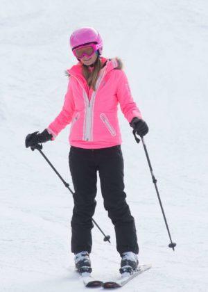 Paris Hilton - Hitting the slopes in Aspen
