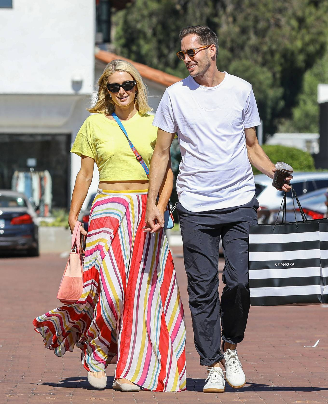 Paris Hilton 2021 : Paris Hilton – Out for a walk in Malibu-06