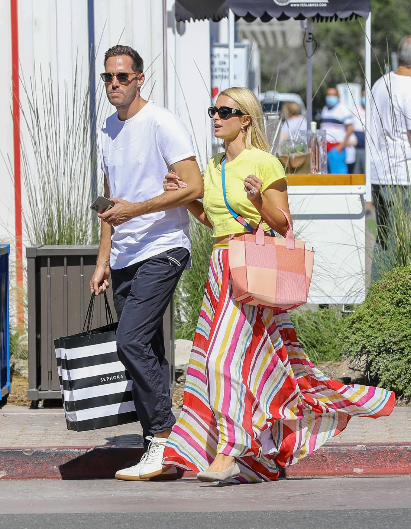 Paris Hilton 2021 : Paris Hilton – Out for a walk in Malibu-07