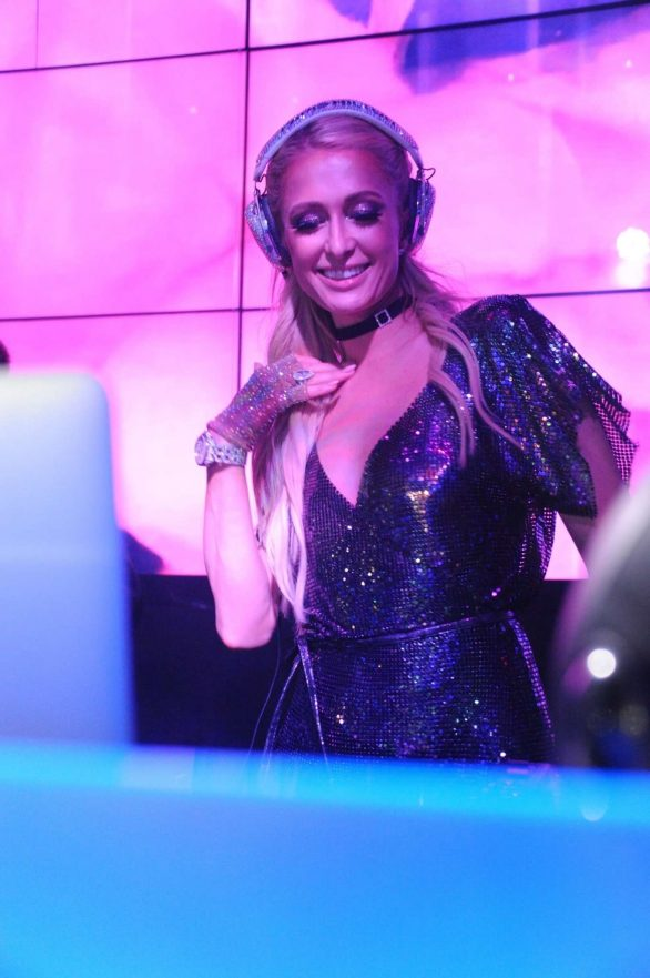 Paris Hilton - Performs at the Wall Lounge in Miami Beach