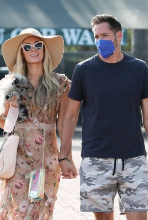 Paris Hilton - Seen arriving at Malibu Country Mart with her fiance in Malibu