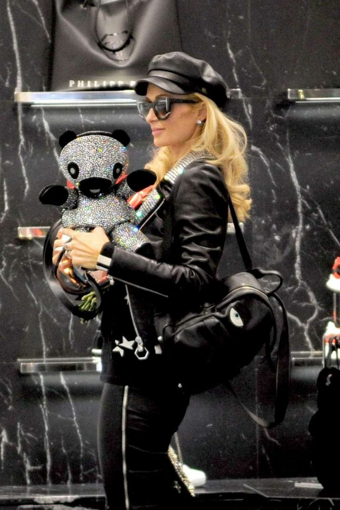 Paris Hilton – Shopping at Philipp Plein boutique in Milan