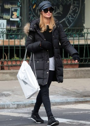 Paris Hilton - Shopping at the Apple Store in New York