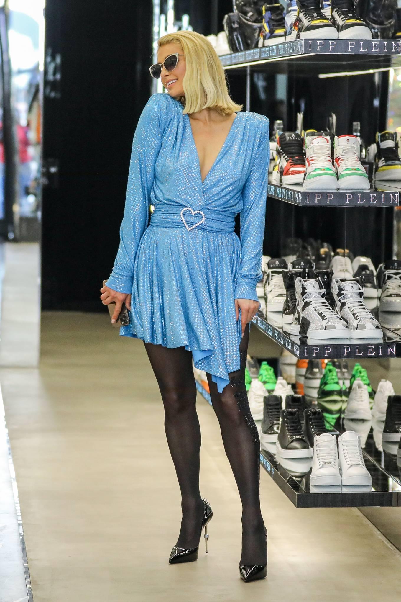 Paris Hilton 2021 : Paris Hilton – Shopping candids on Rodeo Drive at Philipp Plein store in Beverly Hills-17