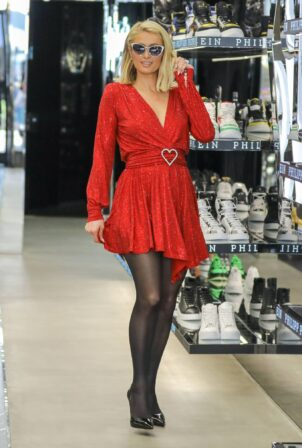 Paris Hilton - Shopping candids on Rodeo Drive at Philipp Plein store in Beverly Hills