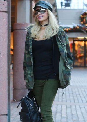 Paris Hilton - Shopping in Aspen
