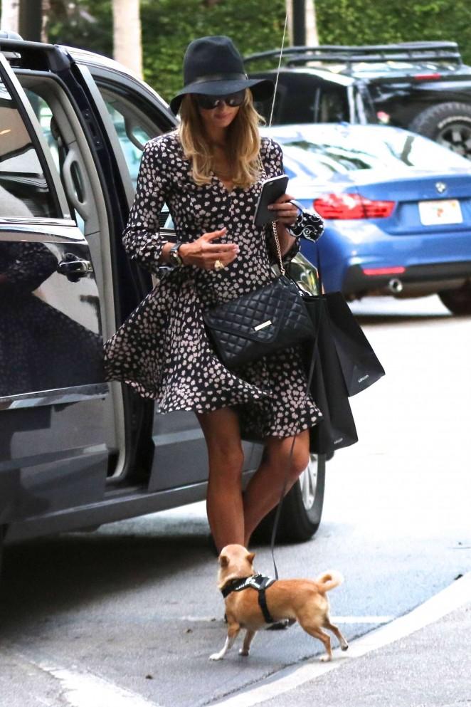 Paris Hilton – Shopping in Bal Harbour