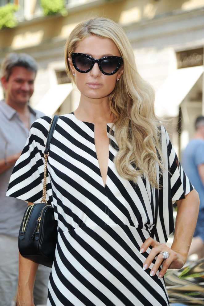 Paris Hilton - Shopping in Milan