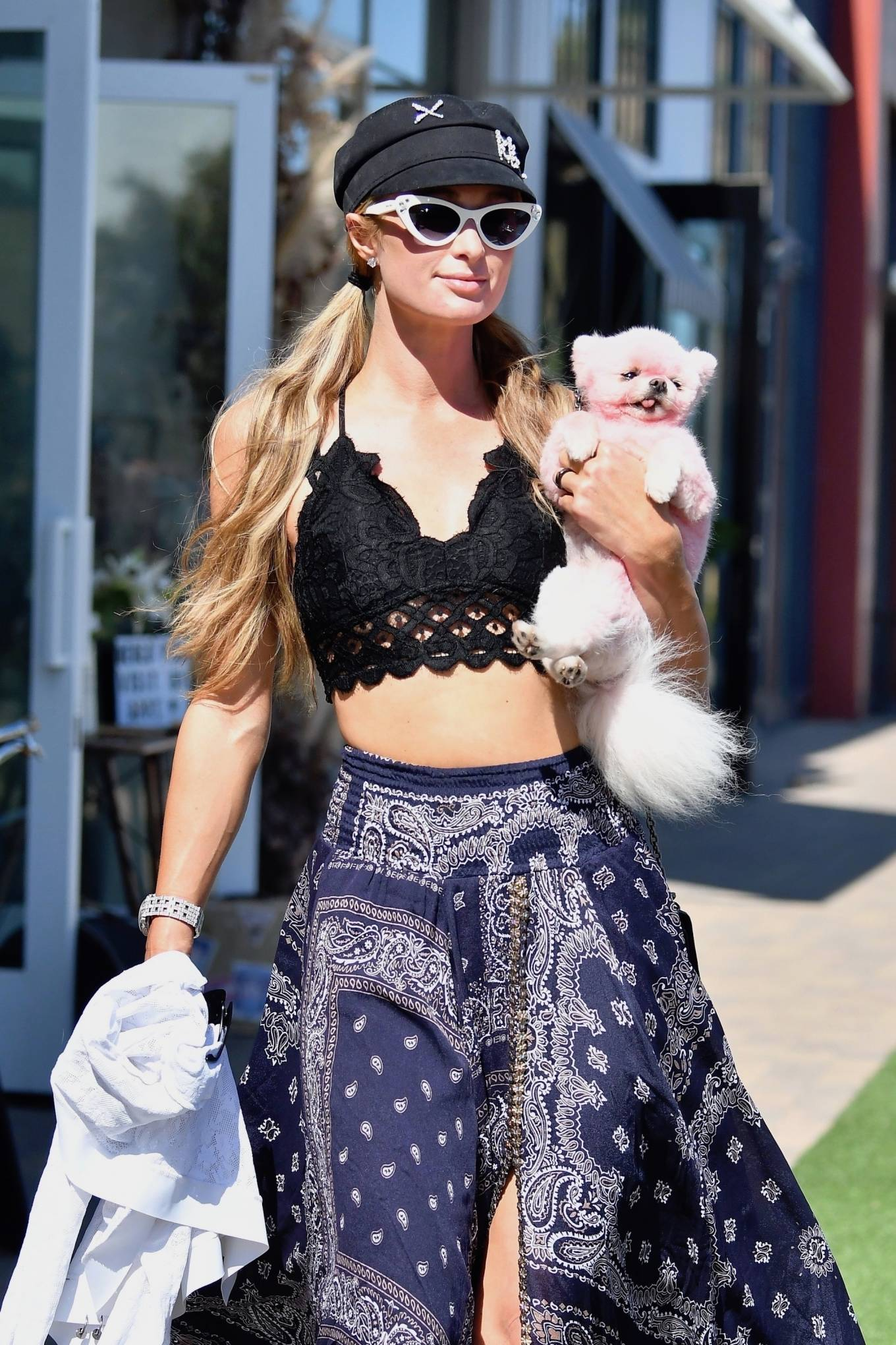 Paris Hilton - Shopping with her pooch in Malibu