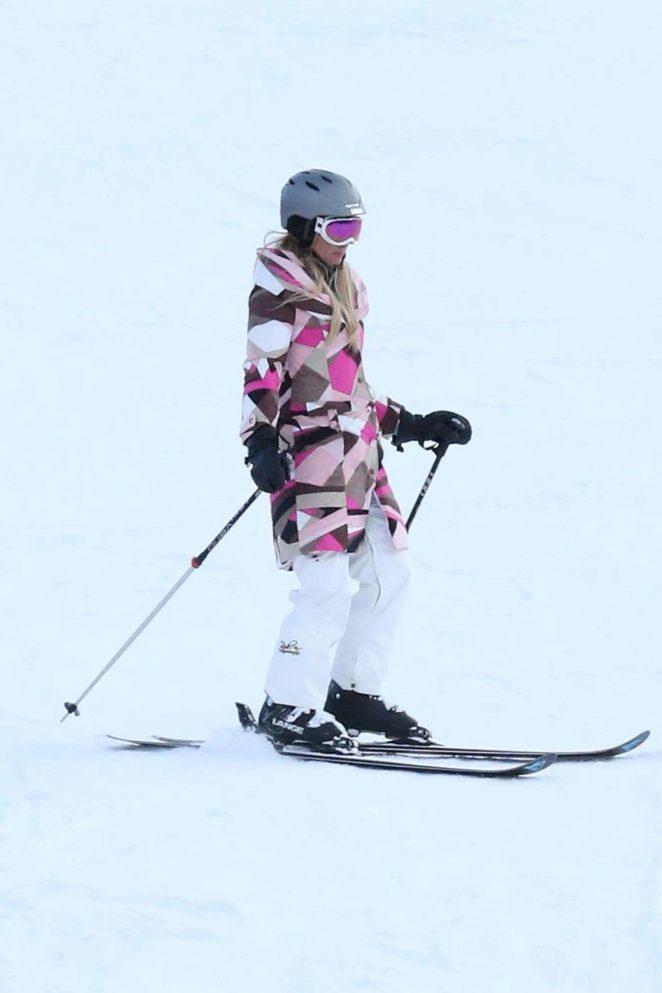 Paris Hilton Skiing in Aspen -01