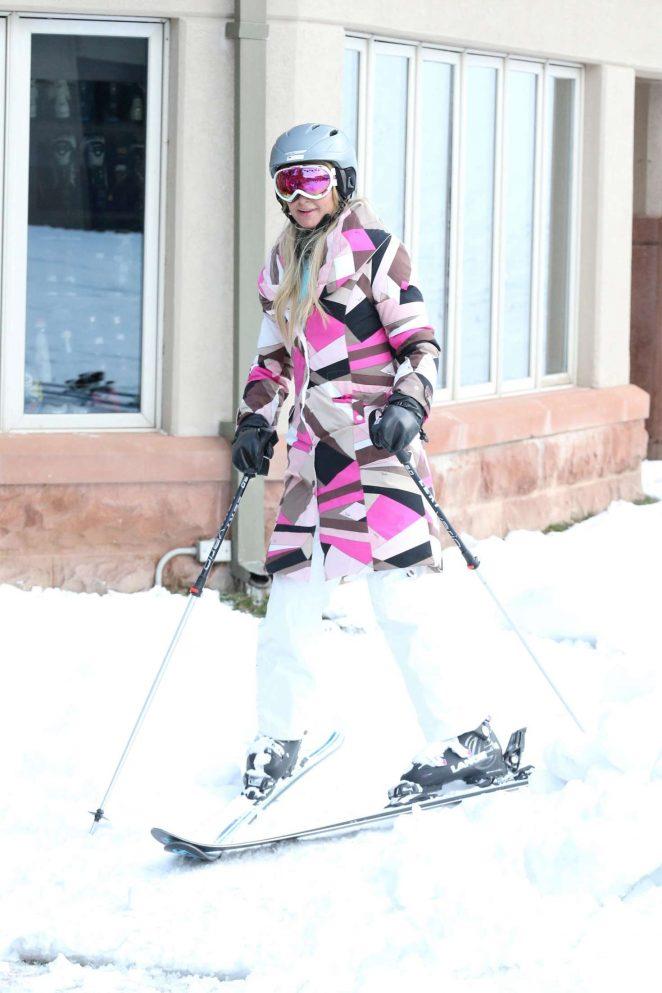 Paris Hilton Skiing in Aspen -02