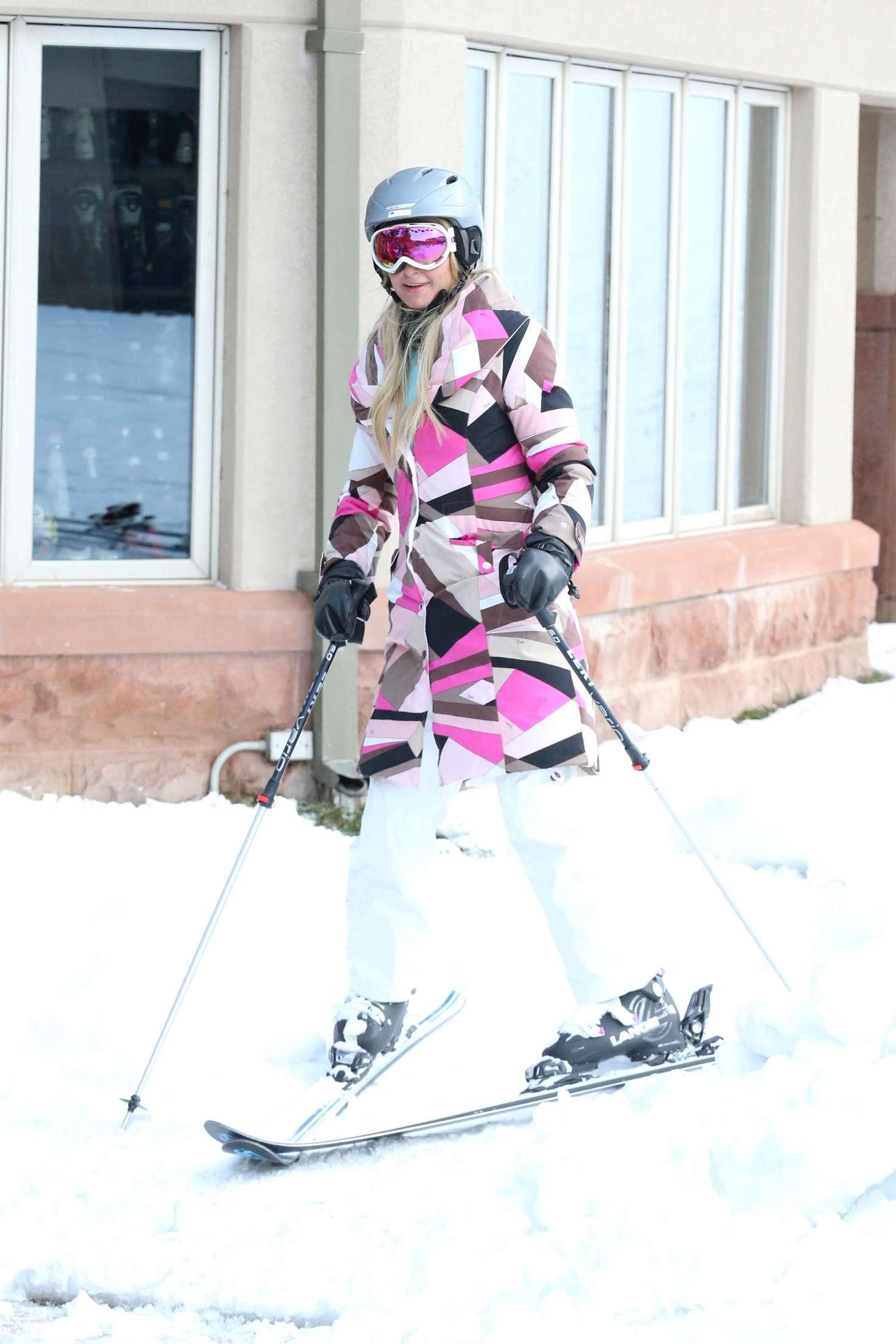 Paris Hilton 2016 : Paris Hilton Skiing in Aspen -02