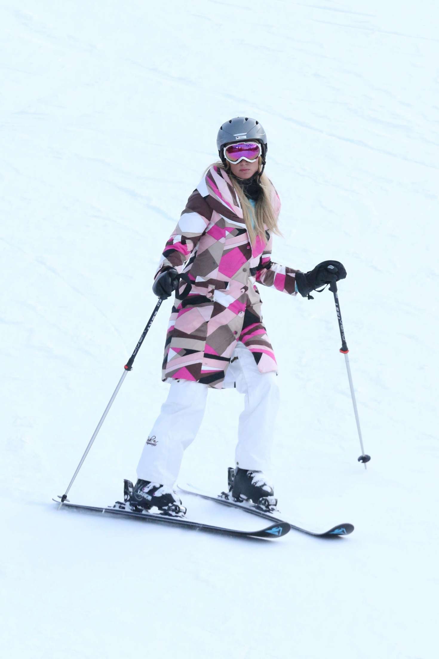 Paris Hilton 2016 : Paris Hilton Skiing in Aspen -04