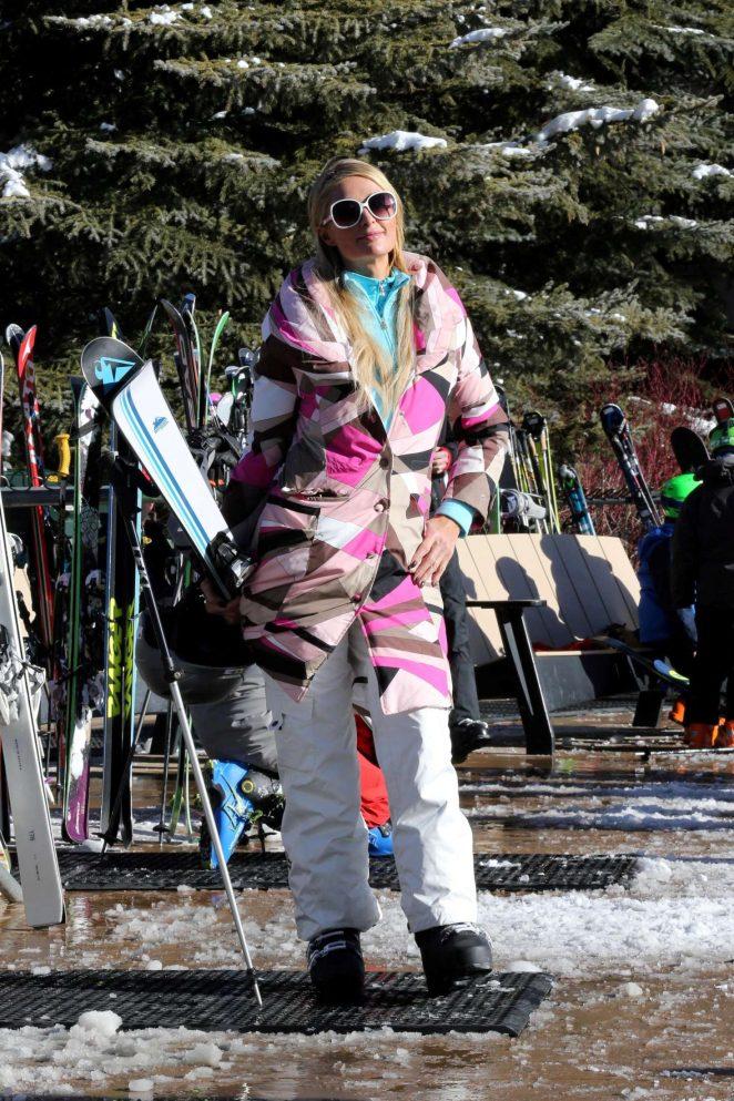 Paris Hilton Skiing in Aspen -05