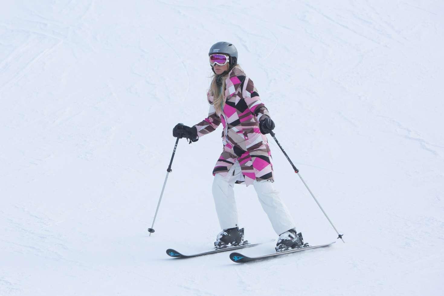 Paris Hilton 2016 : Paris Hilton Skiing in Aspen -07