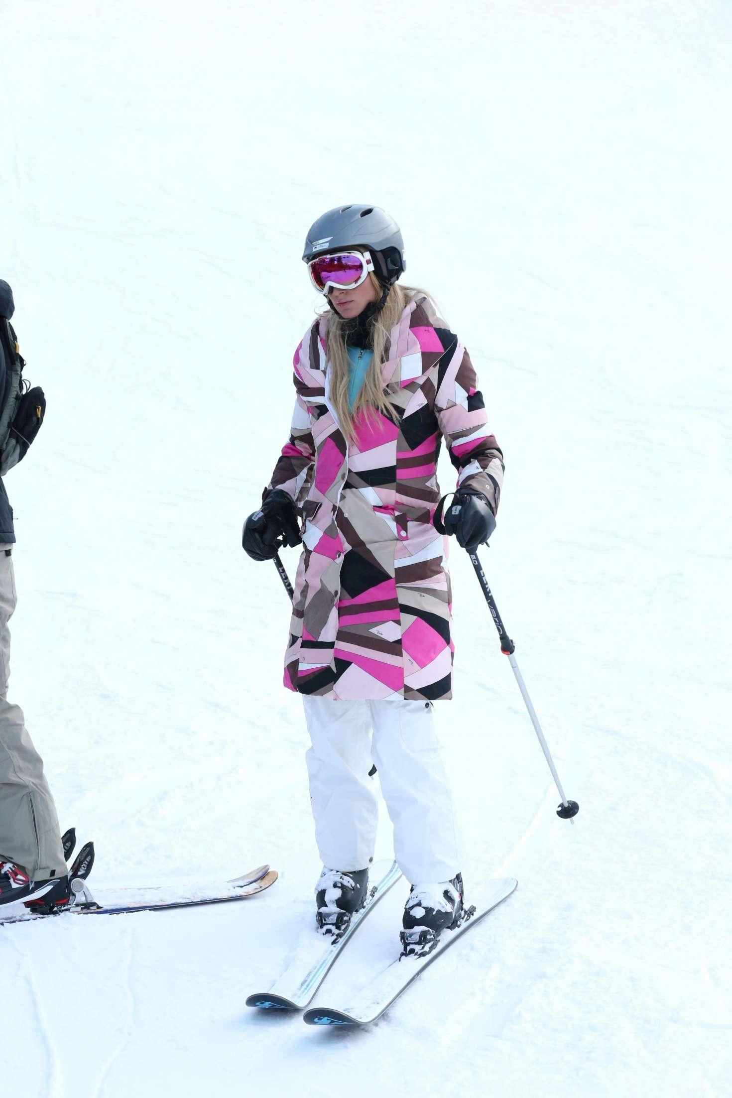 Paris Hilton 2016 : Paris Hilton Skiing in Aspen -08