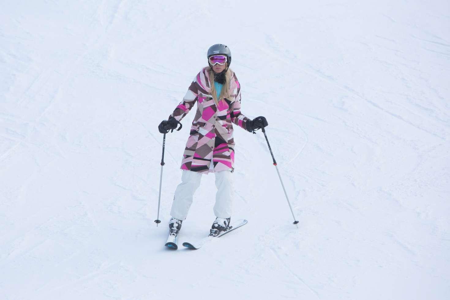 Paris Hilton 2016 : Paris Hilton Skiing in Aspen -09