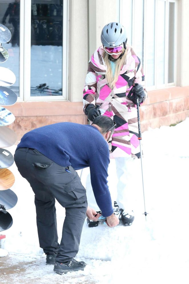 Paris Hilton Skiing in Aspen -10