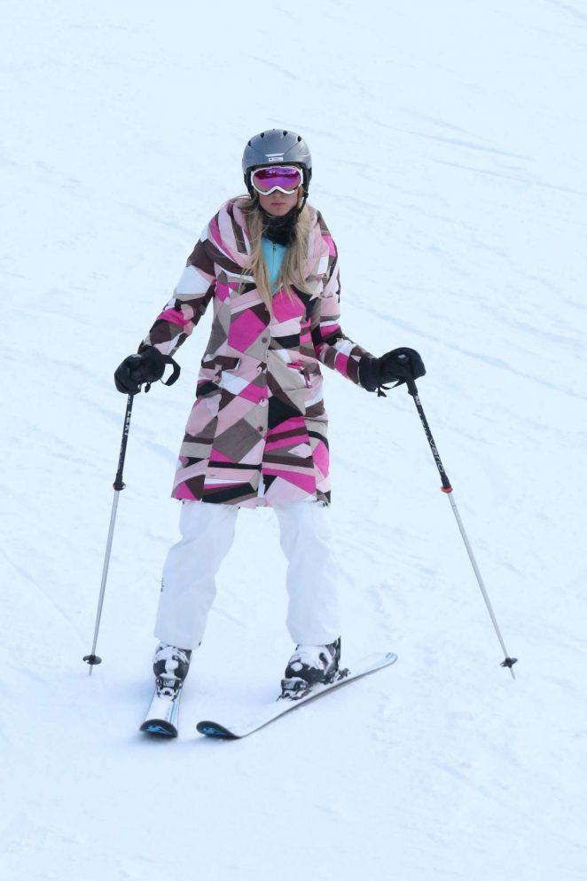 Paris Hilton Skiing in Aspen -13