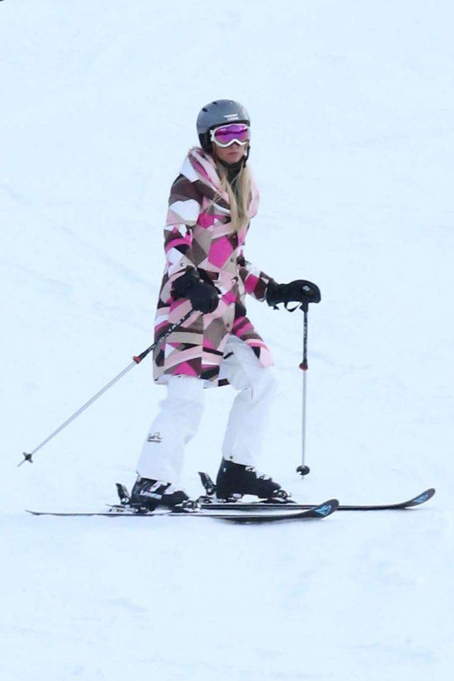 Paris Hilton Skiing in Aspen -14