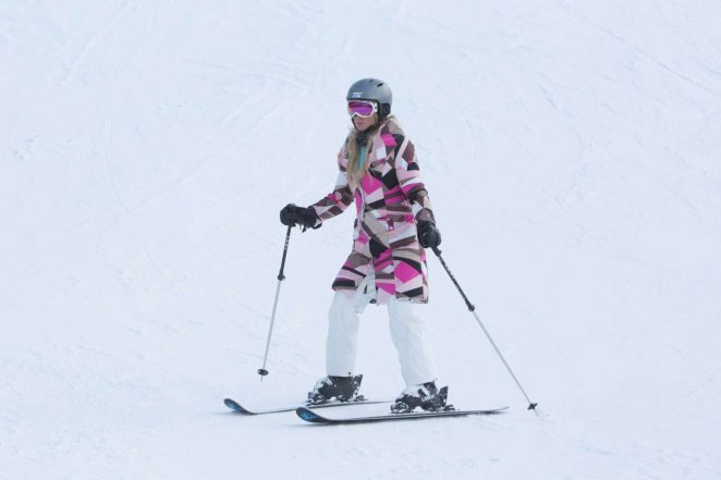 Paris Hilton Skiing in Aspen -15