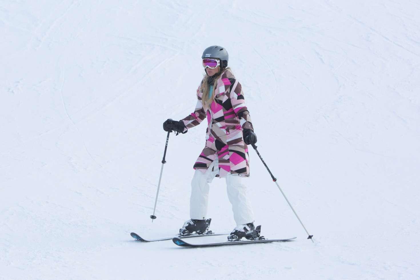 Paris Hilton 2016 : Paris Hilton Skiing in Aspen -15