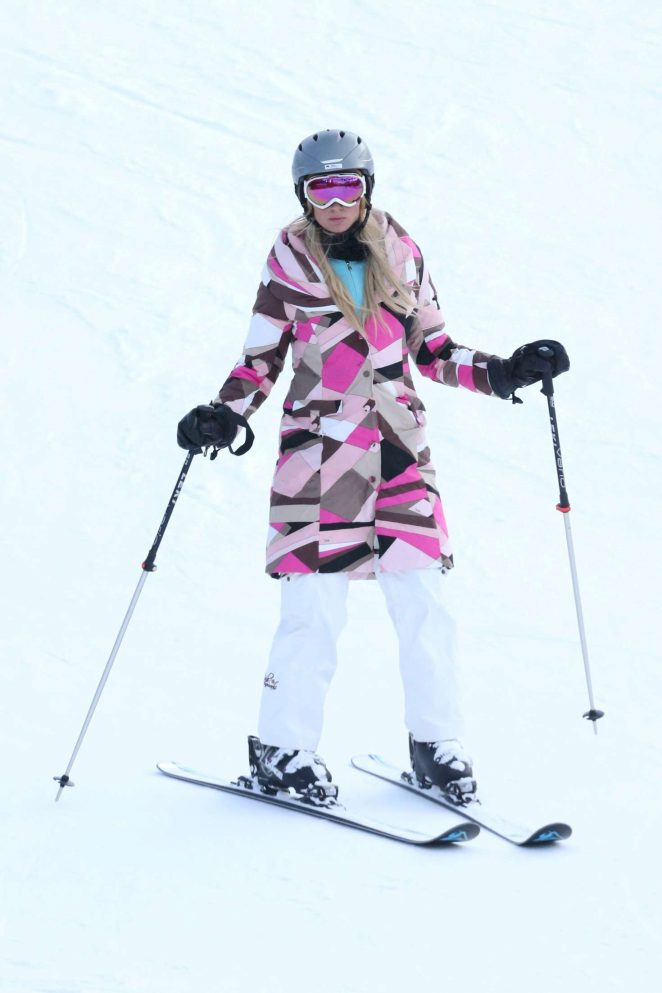 Paris Hilton Skiing in Aspen -22