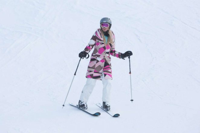 Paris Hilton 2016 : Paris Hilton Skiing in Aspen -28
