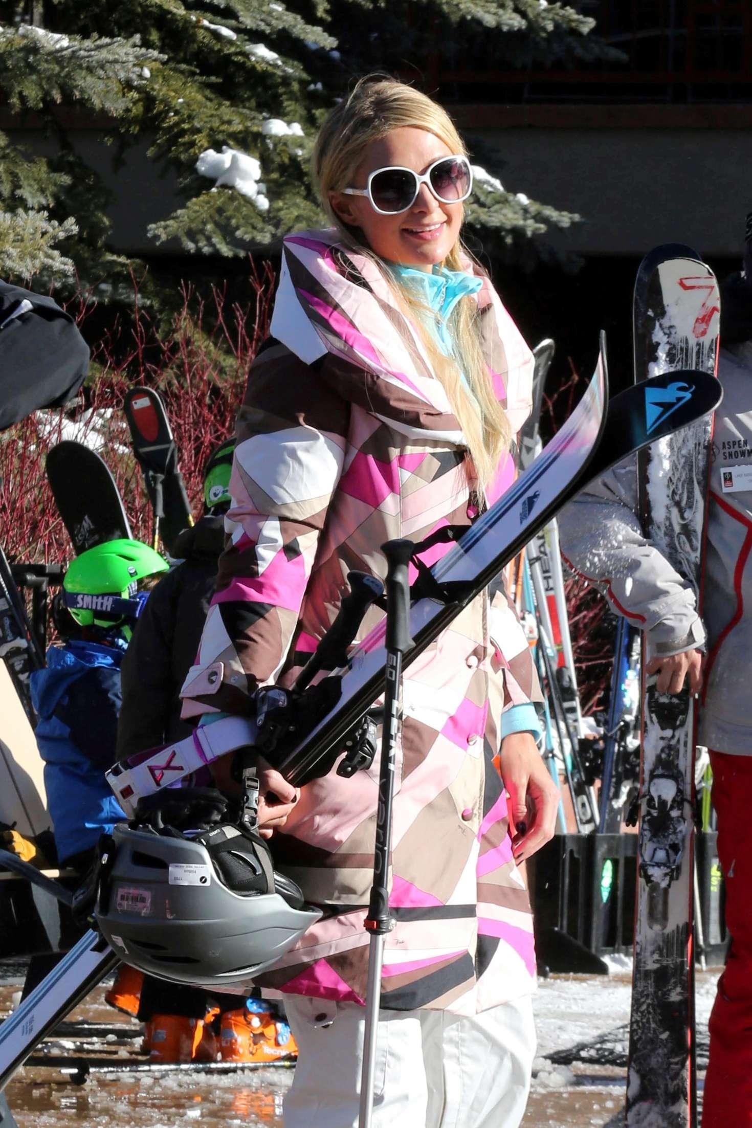 Paris Hilton 2016 : Paris Hilton Skiing in Aspen -30