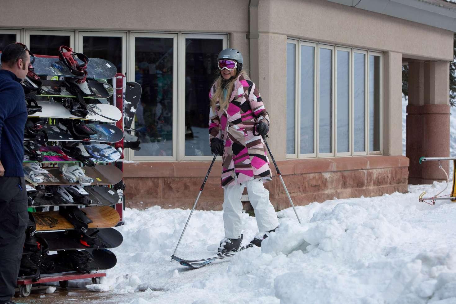 Paris Hilton 2016 : Paris Hilton Skiing in Aspen -33