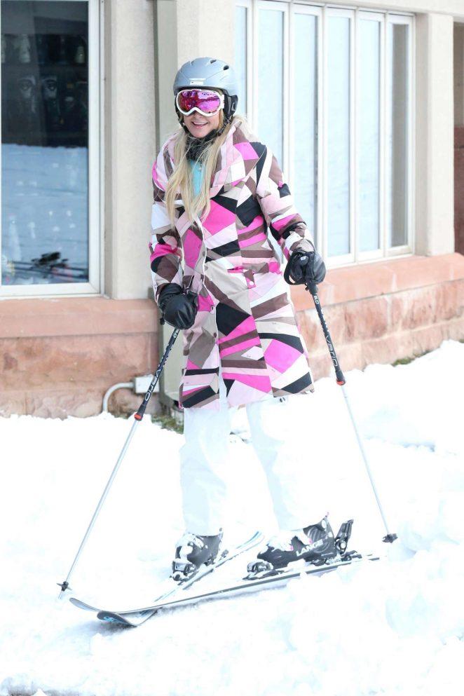 Paris Hilton Skiing in Aspen -35