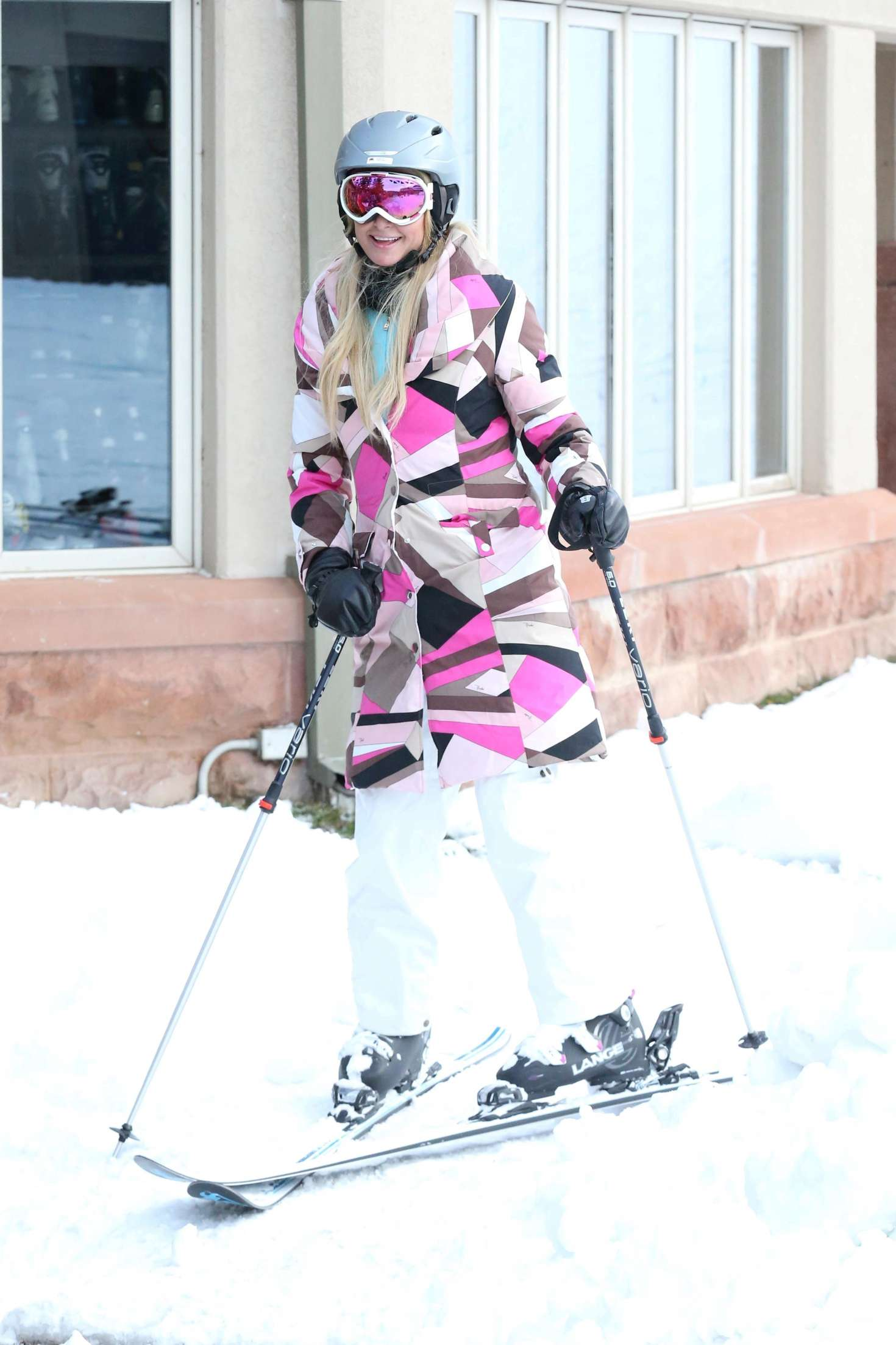 Paris Hilton 2016 : Paris Hilton Skiing in Aspen -35