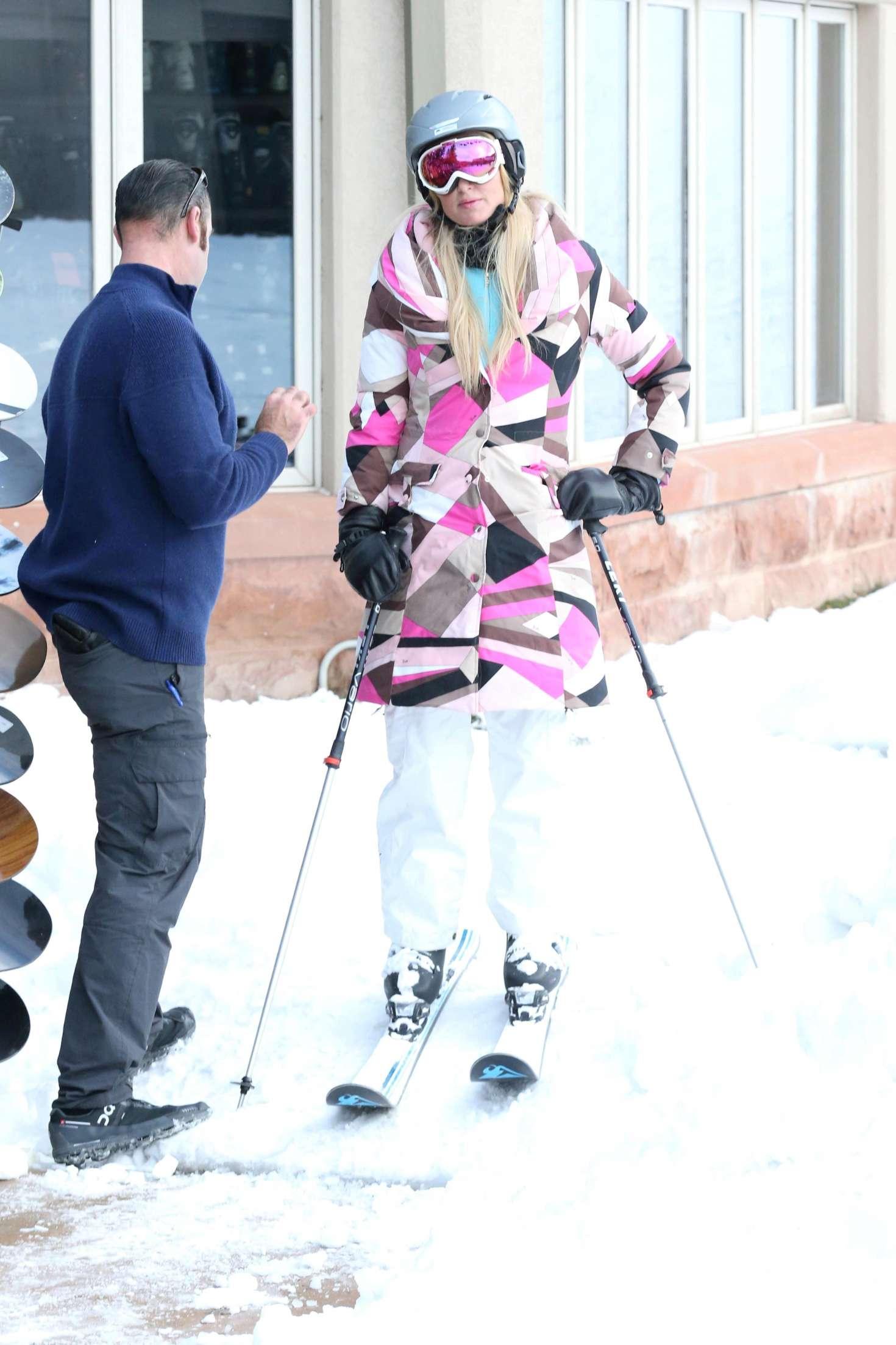 Paris Hilton 2016 : Paris Hilton Skiing in Aspen -38