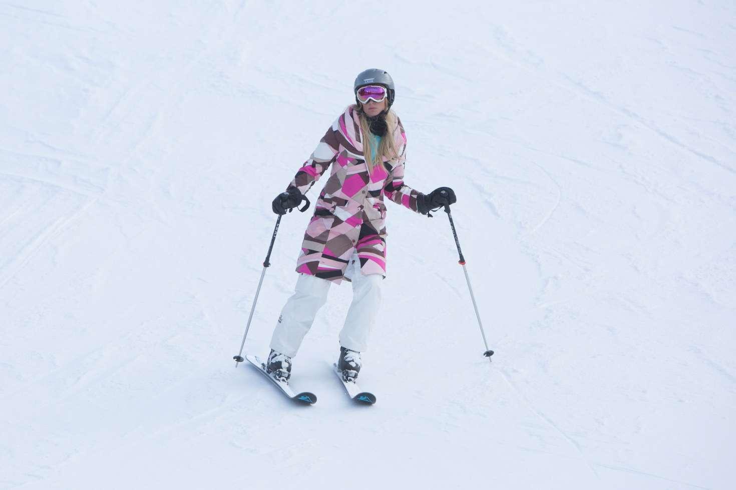 Paris Hilton 2016 : Paris Hilton Skiing in Aspen -39