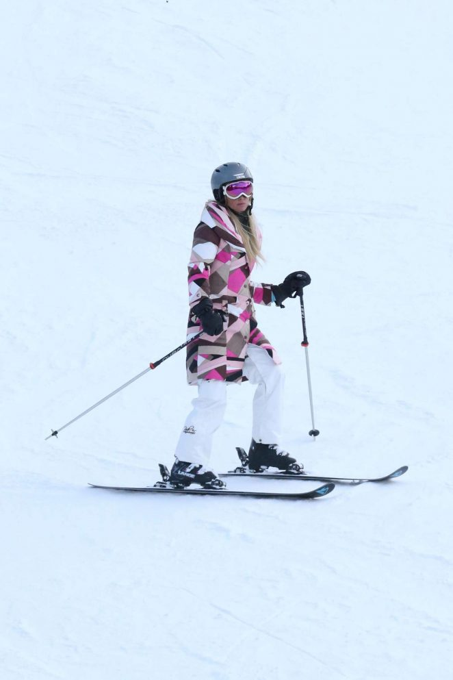 Paris Hilton Skiing in Aspen -40
