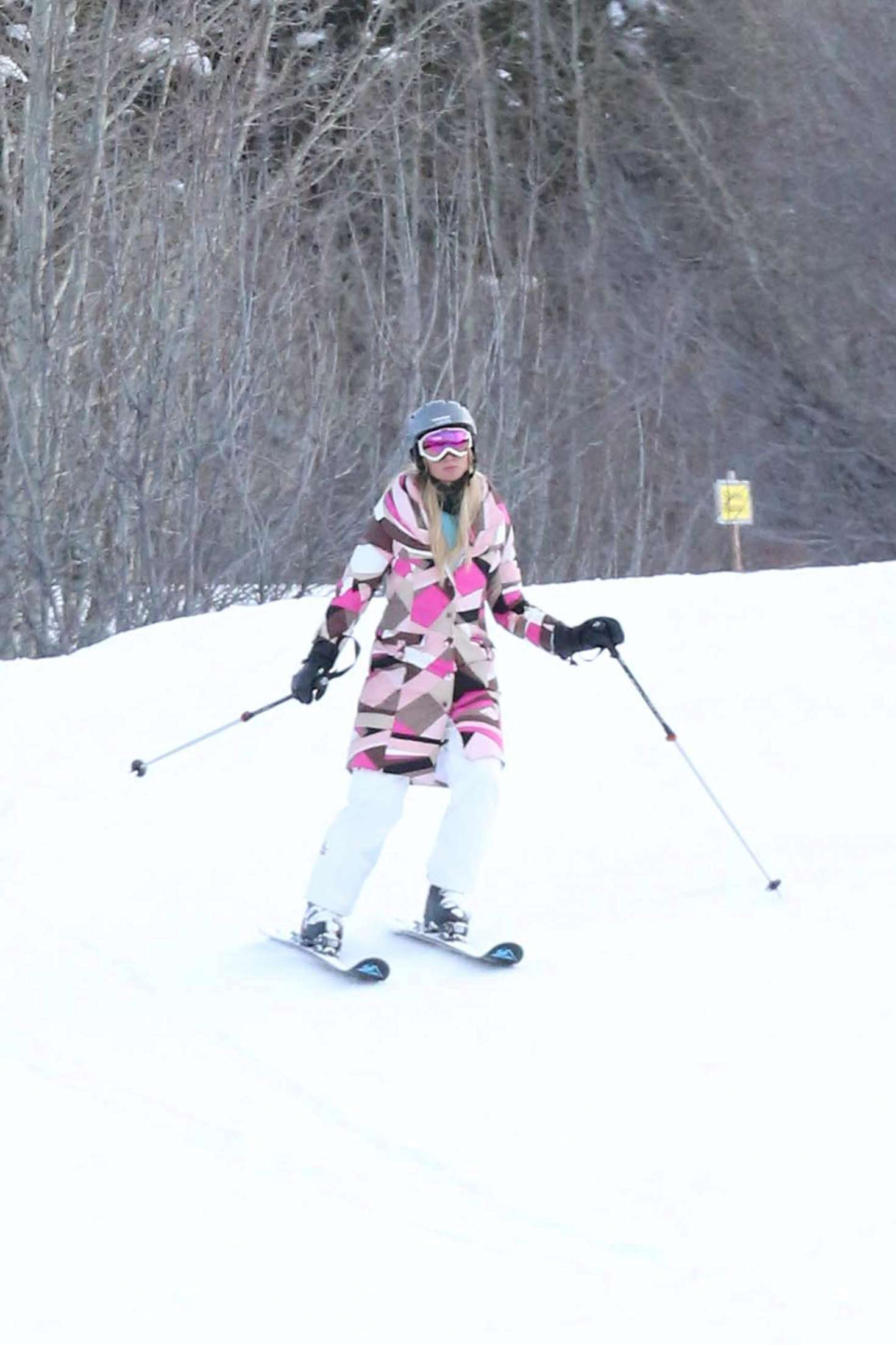 Paris Hilton 2016 : Paris Hilton Skiing in Aspen -41