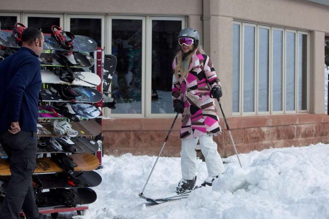 Paris Hilton 2016 : Paris Hilton Skiing in Aspen -44