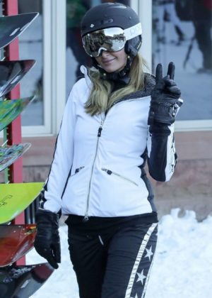 Paris Hilton - Skiing in Aspen